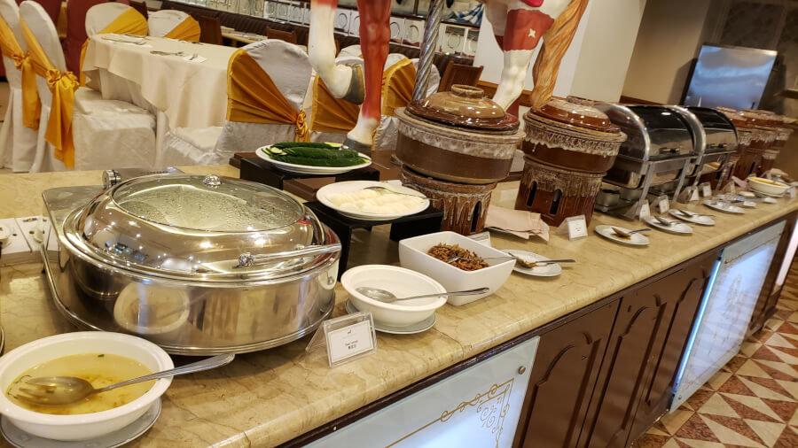 パレス オブ ザ ゴールデン ホーセズの朝食ビュッフェのカレー